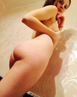 Девушка красотка хочет разнообразия с опытным мужчиной для жарких ночей в Бийске